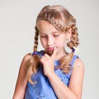 Что делать, если ребёнок застенчив и стеснителен