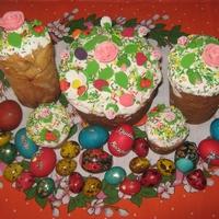 Пасхальный стол: куличи, творожные пасхи, крашеные яйца