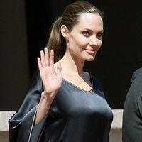 Анджелина Джоли перенесла операцию по удалению молочных желез