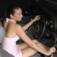 Что нужно женщине: 10 незаменимых вещей в бардачке машины