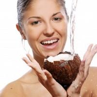 Из чего состоит кокосовая вода и как её использовать для похудения?