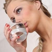 Нужно ли запивать еду жидкостью?