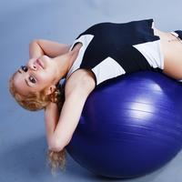 Упражнения для зарядки с гимнастическим мячом