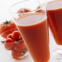 Кому полезно и кому нельзя пить свежевыжатые соки?