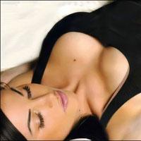Модели и фасоны одежды для визуального увеличения груди