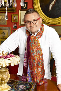 Всемирно известный историк моды Александр Васильев посетит Киев с моноспектаклем «Ювелирные украшения. История создания и тренды».