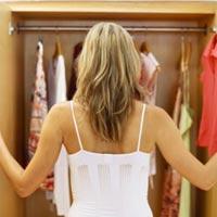Как справиться с беспорядком в шкафу, рассказывает стилист Моника Швайгер