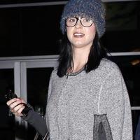 Кэти Перри без макияжа и в очках - невозможно узнать (фото)