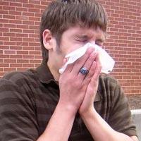 Оказывается, при простуде сморкаться вредно