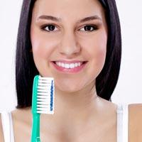 Только 18% знают, как правильно чистить зубы