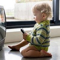 Ученые доказали вред телевизора для младенцев