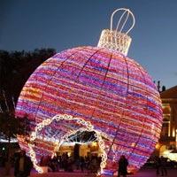 Праздничные новогодние огни и украшения на улицах городов мира (фото)