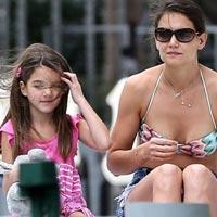 Кэти Холмс встретила Новый год на пляже в Майями с любимой дочкой Сури