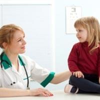 В 80% случаев болезнь синехии у девочек протекает бессимптомно