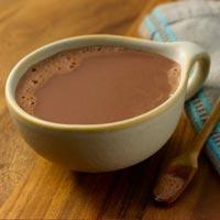 Пить горячий шоколад полезнее, чем есть твердый