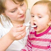 Кормление с ложки заставляет детей толстеть