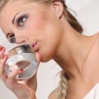 Ученые рассчитали сколько должна выпивать женщина воды в день