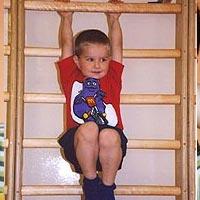 Детские упражнения на шведской стенке: когда начинать