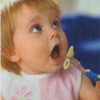 Что делать, если ребенок ест только под телевизор?