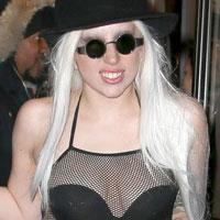 Леди Гага вышла в купальнике на мороз