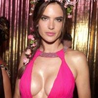 Алессандра Амбросио сделала силиконовую грудь