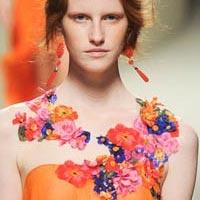 Тренд весна-лето 2014: платья с цветами крупных размеров (18 фото)