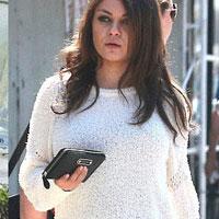Мила Кунис вновь породила слухи о своей беременности