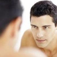 Мужчины ненавидят свое отражение в зеркале