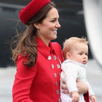 Кейт Миддлтон в красном пальто и принц Георг посетили Новую Зеландию