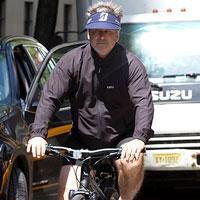Алек Болдуин арестован за езду на велосипеде по встречному движению