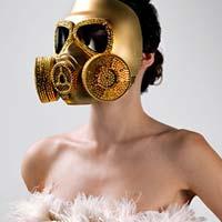 Фантастическая мода – дефиле с противогазами (фото)