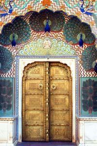 15 удивительных дверей, которые ведут в другие миры (фото)