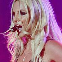 Бритни Спирс ворует чужой голос