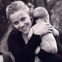 Знаменитости, ставшие мамами до 25 лет (фото)