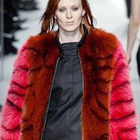 Этой зимой в моде яркий мех (18 фото)