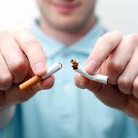 Курящие отцы провоцируют астму у будущих детей