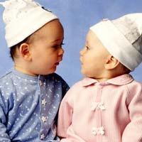 Почему синий цвет выбирают для мальчиков, а розовый для девочек