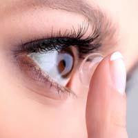 Неправильный уход за контактными линзами приводит к слепоте