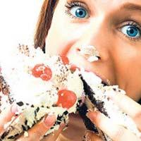 Чем грозит переедание в новогодние праздники