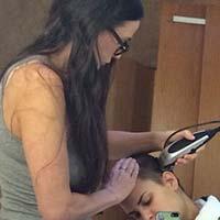 Деми Мур обрила голову своей дочери
