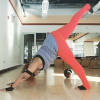 Мега-йога: дівчата розміру XXXL руйнують стереотипи (20 фото)