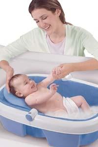 Особенности купания новорожденного ребенка