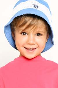Модный ребенок: трендовые панамки и шляпки этого лета (15 фото)