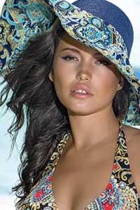 Выглядим стильно на пляже: обязательный атрибут пляжная шляпа (фото)