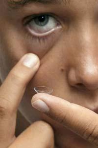 Насколько безопасны контактные линзы для школьников