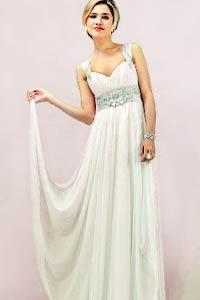 Тренд сезона: воздушные и нежные платья-ампир