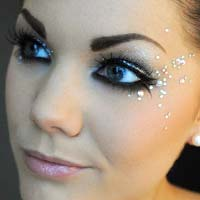 Бьюти-тренд літа: блискітки і стрази в макіяжі (фото)