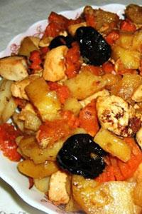 Картофельный цимес с курицей и сухофруктами