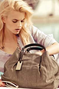 6 вещей, которые должны быть в сумочке у каждой девушки