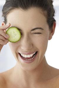 5 эффективных способов убрать мешки под глазами